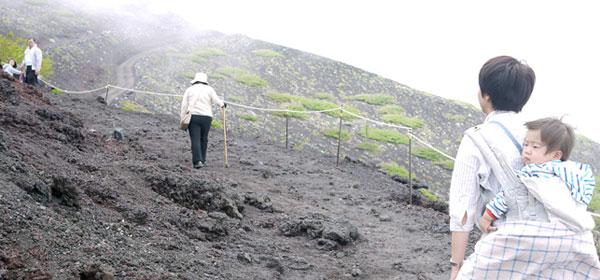 シニアにおすすめ、富士山の宝永山遊歩道ハイキング